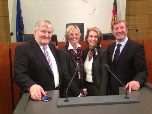 Im Landtag mit meinen AbgeordnetenkollegInnen aus Rotenburg: Hans-Heinrich Ehlen (Sittensen), Mechthild Ross-Luttmann (Rotenburg), Jan-Christoph Oetjen (Sottrum)