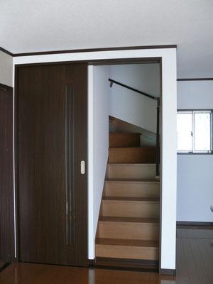 右側は階段 リビング階段に憧れるけれど、冷暖房効率が・・・という方必見