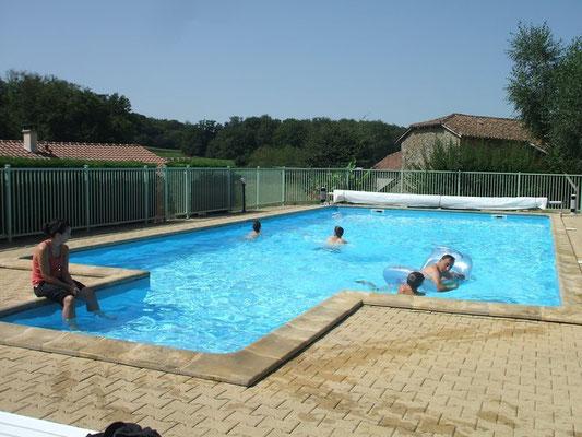 Pour votre confort, la piscine est entretenue tous les jours