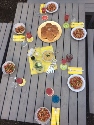 Essen im Innenhof