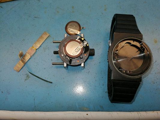 Antenne und Accu ersetzt .  Teile aus meinen Lager , Akku mit speziellen Kontakten laut Junghans nichtmehr lieferbar .