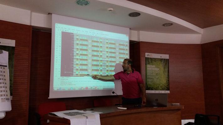 Ing. Fabrizio Martini mostra lo studio sugli impianti per l'edificio di Roma