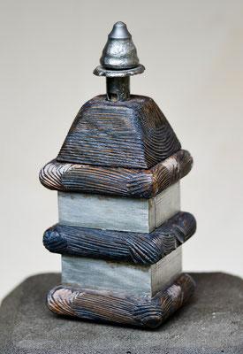 """""""Kleine Pagode""""; Lerchenholz und Metall, ca. 30 cm"""