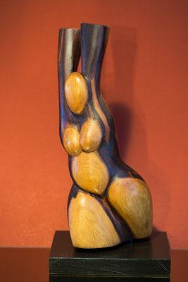 """Olympionikin""; aus dem Holz vom Marillenbaum, ca. 23 cm"
