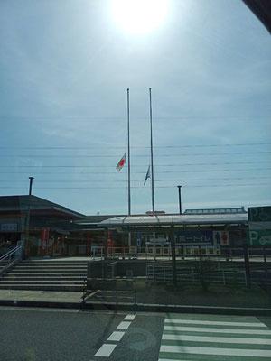宮島SAでは半旗