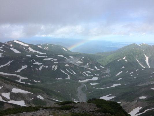 虹がかかり御山荘厳を目の当たりにしました