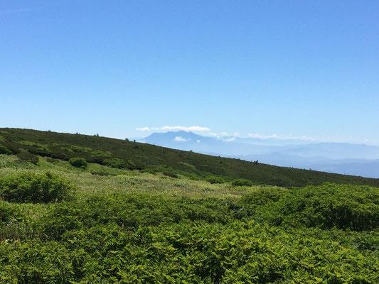 室堂から御嶽山が見えました