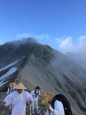 富士の折立から下りてきた稜線