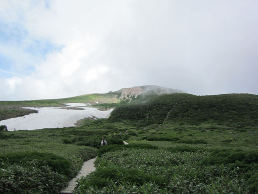弥陀ヶ原から御前が峰を望む