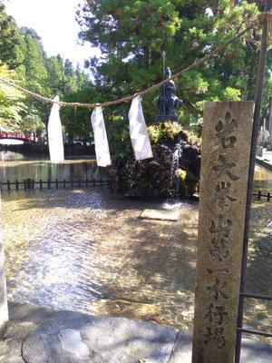 龍泉寺の水行場