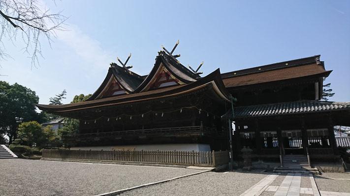 国宝・比翼入母屋造りの社殿