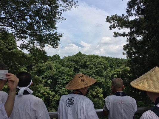 白糸滝から富士山が見えました