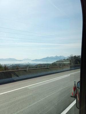 山陽道から宮島が見えます