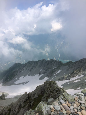 頂上社から黒部ダムが見えました
