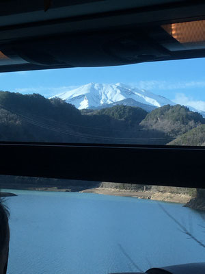 ダム湖からの御嶽山がきれいでした