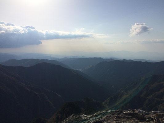 日本岩より葛城方面を望む