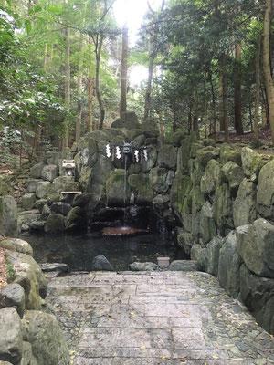 神社水行場
