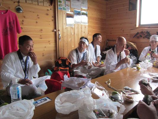 千本桧小屋にて昼食