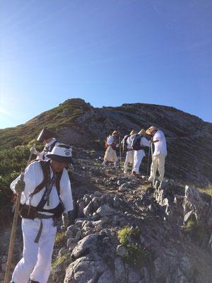 山荘から真砂岳を回り込み別山へ