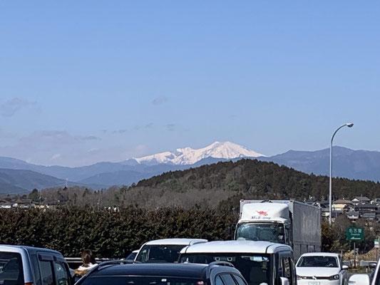 恵那峡SAより御嶽山を望む
