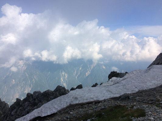富士の折立の裏手の雪渓