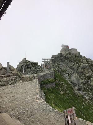 頂上の雄山神社