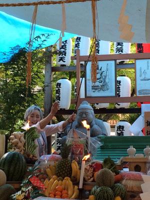 恵美須天に釣り竿の奉納