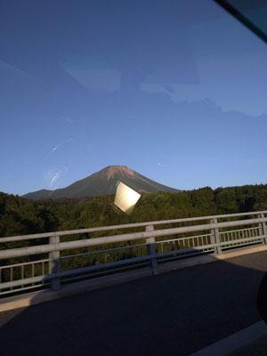 車中より大山を望む