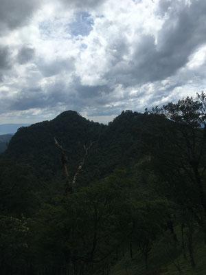 北岳から中岳方面を望む