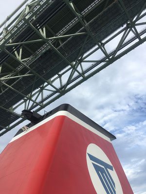 明石海峡大橋をくぐりました