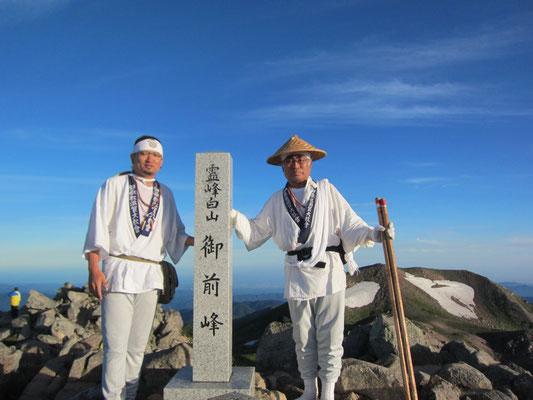 頂上で記念撮影