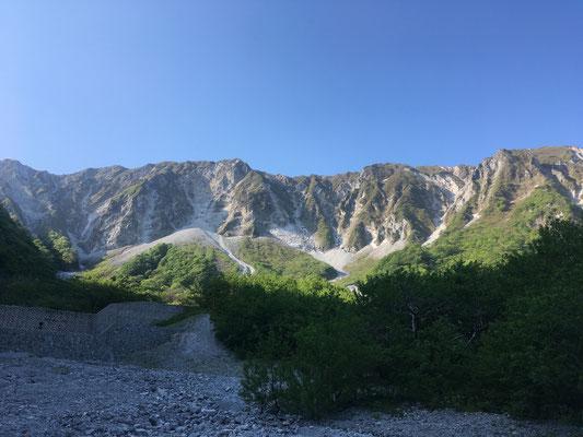 元谷から頂上方面を望む