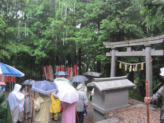 23日十二権現 雨が強いです