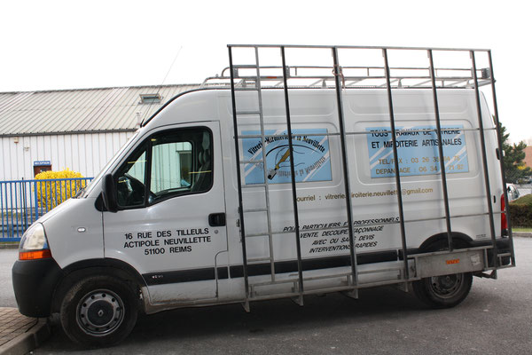 Véhicule pour le transport de vitre