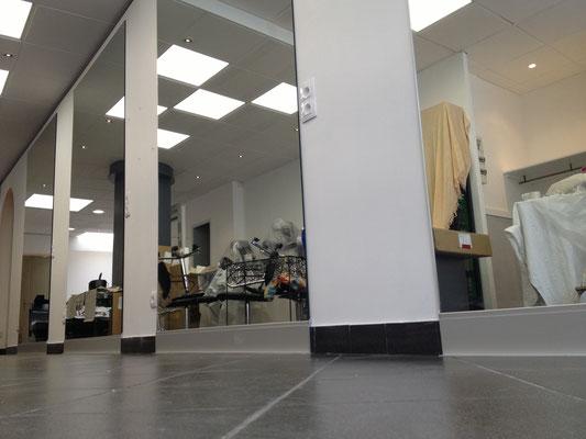 Miroir sur mesure 6 mm joint poli collé sur mur