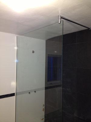 Pare douche en verre feuilleté (STADIP) 44.2 avec barre de stabilisation