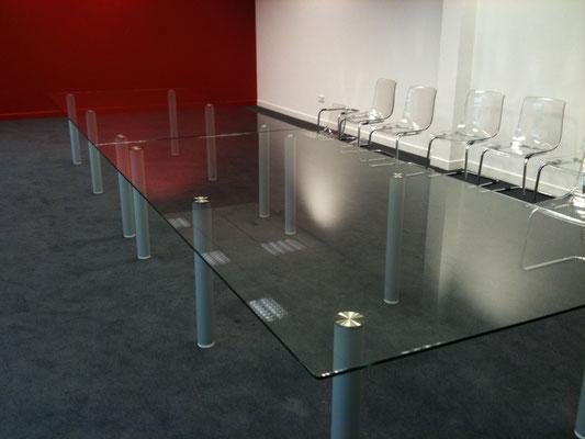 Dessus de table en verre sur mesure trempé (SECURIT) 10 joint poli avec pieds collage UV