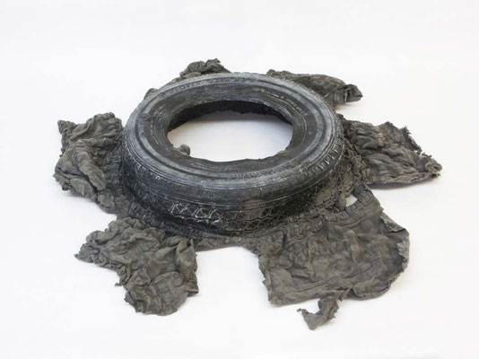 Untitled ・ Tire|12×90×90cm|2008|puff binder,dyestuff,urethane foam
