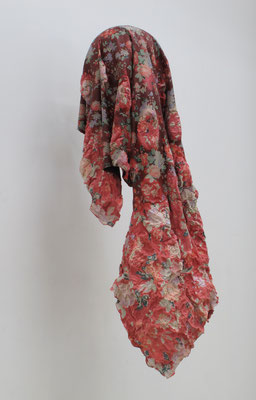 untitled • red cloth|90×40×50cm(可変)|2012|puff binder,dyestuff,others