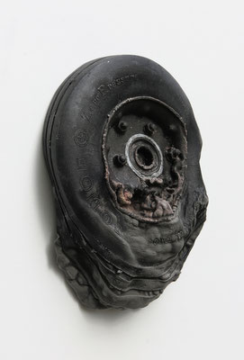 Untitled • Tire|30×25×8cm|2017|puff binder,dyestuff,others