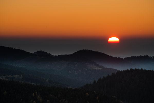 Sonnenuntergang über dem Acker_1
