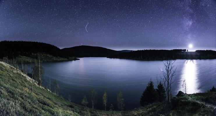 Mond und Sterne über dem Harz: an der Eckertalsperre