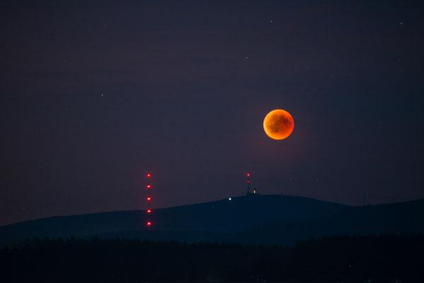 Mond und Sterne über dem Harz: Blutmond 2018 über dem Brocken