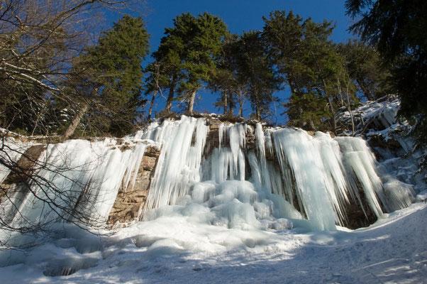 Berge, Felsen und Täler: Eiswand im Odertal