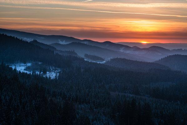Sonnenuntergang über dem Acker_2