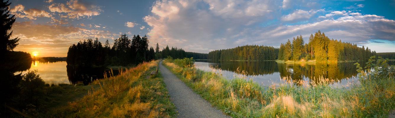 Talsperren, Teiche, Bäche: Ziegenberger Teich (links) und Bärenbrucher Teich