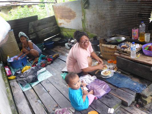 Anis, Ihre Mom und das Nachbarkind in der Küche