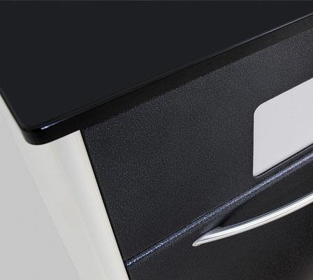 Dettaglio colore nero-silver