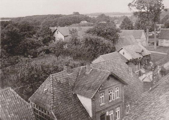 Hinz 1920, im Hintergrund das alte Pfarrhaus