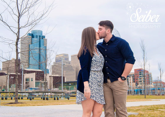 Smale park, Cincinnati Photographer, Couples photography